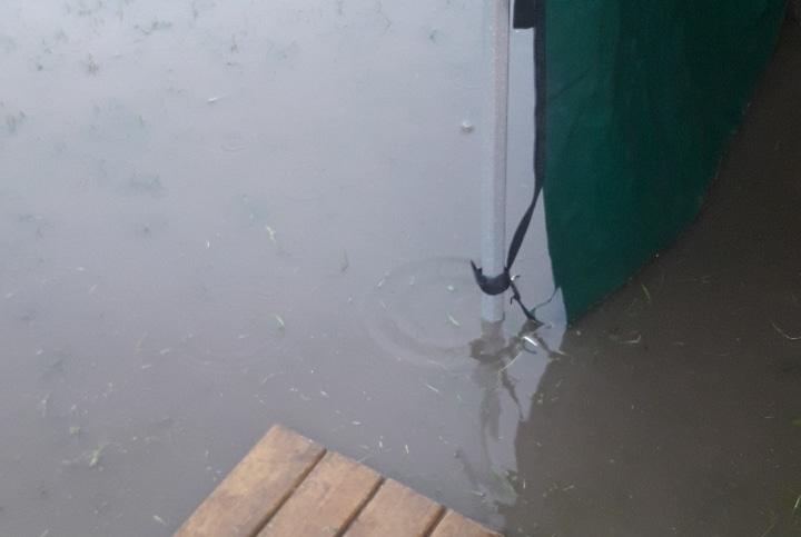 Gräsmattan blev en sjö.