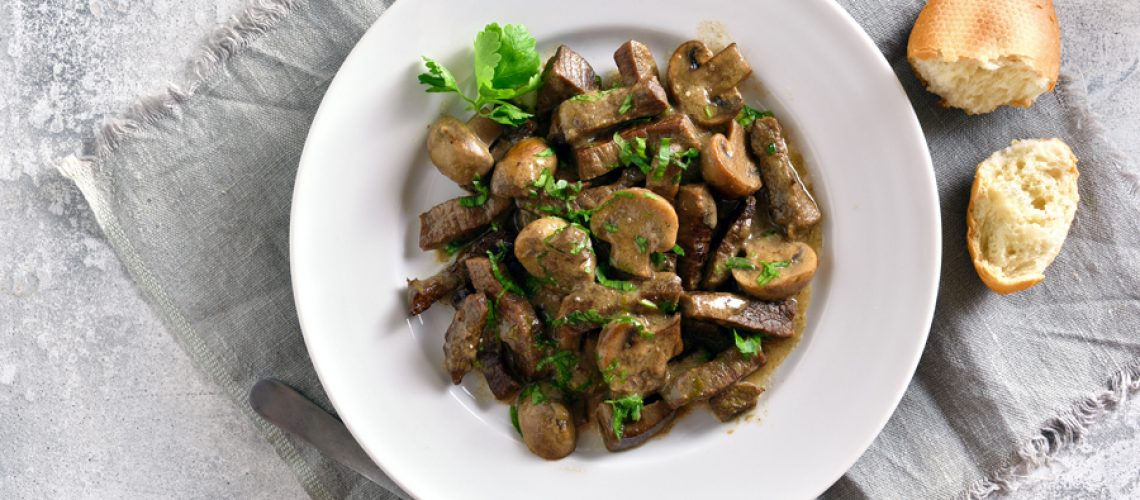 beef-stroganoff-with-mushrooms-PC864R5